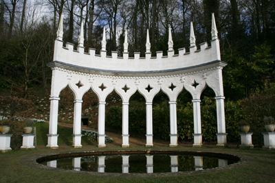 Exedra-Painswick-Rococo-Gar